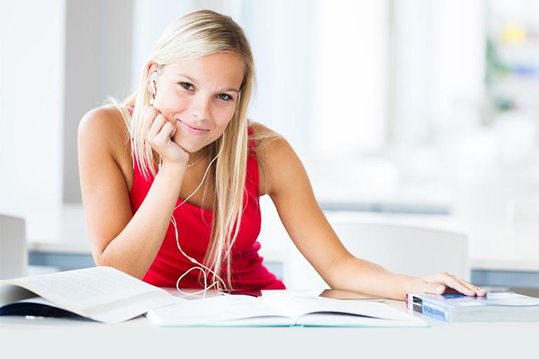 Sådan finder du billige lån til studerende - GOLoan